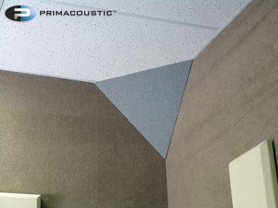 לוכד באסים משולש לפינה - Primacoustic Cumulus לבמה ציוד אולפן וDJ